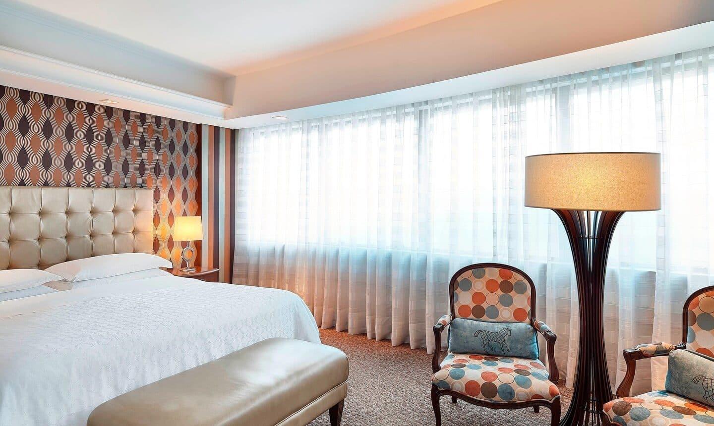 Quarto Deluxe 1 Cama King Size no Hotel Sheraton Porto Alegre