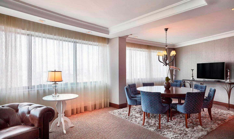 Suíte Presidencial 146m Cama King-size no Hotel Sheraton Porto Alegre